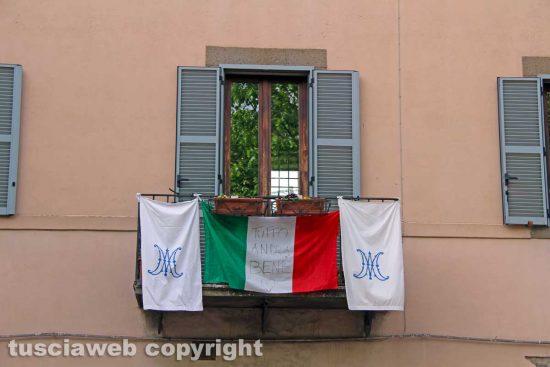 Viterbo - Il drappo bianco di Maria e il tricolore