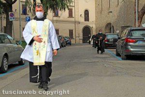 Coronavirus - Un sacerdote