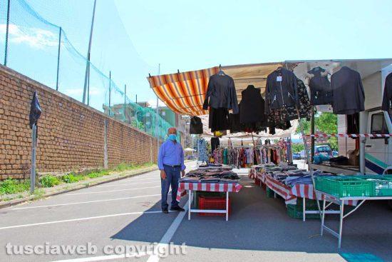 Viterbo - I banchi vuoti all'uscita del mercato