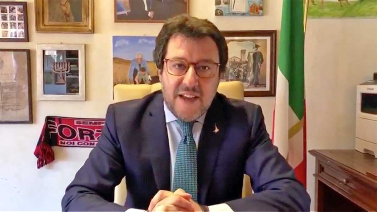 """Salvini: """"Chiudere i bambini nel plexiglass in classe è la ..."""