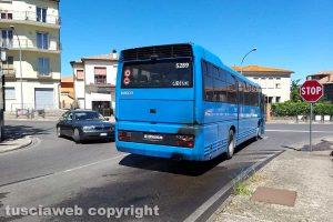 Montefiascone - Principio d'incendio su un autobus Cotral in via Cassia Nuova