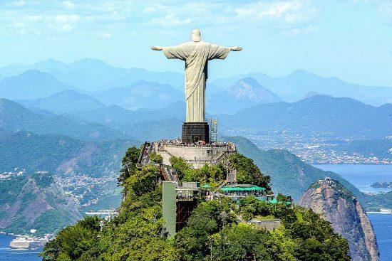 La statua del Cristo del Corcovado in Brasile