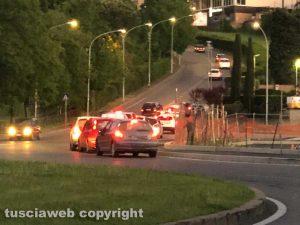 Viterbo - Lunga fila di auto al McDonald's di Valle Faul