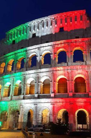 Roma - Il Colosseo illuminato col tricolore