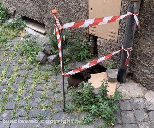 Viterbo - Strada chiusa a via Santa Maria delle Rose