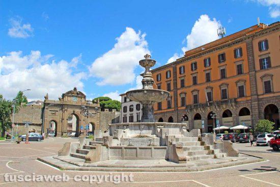 Viterbo - Piazza della Rocca