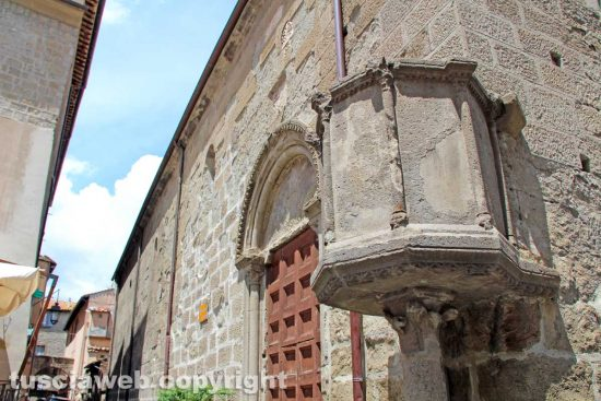 Viterbo - Il pulpito della chiesa di Santa Maria Nuova