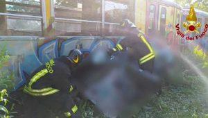 Scontro auto - treno - Intervento dei vigili del fuoco