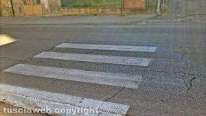 Montefiascone - Le strisce pedonali dipinte a metà a Zepponami