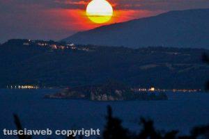 Capodimonte - La luna sul lago di Bolsena
