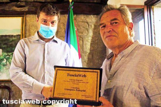 Bassano in Teverina – Il sindaco Alessandro Romoli e il vincitore del concorso Giampiero Pellegrino