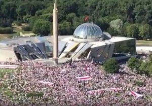 """Minsk - I manifestanti in piazza per la """"Marcia della libertà"""""""