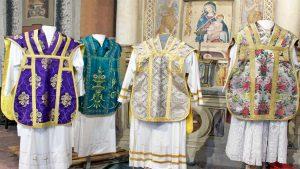 Villa San Giovanni in Tuscia - Gli abiti liturgici della parrocchia di San Giovanni Battista