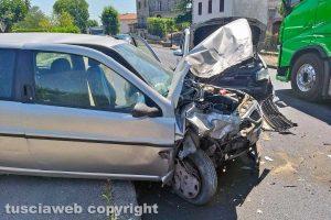 Montefiascone - Frontale tra due auto