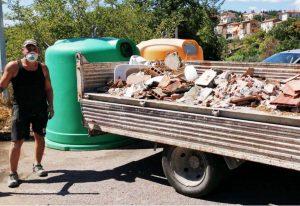 Sant'Angelo di Roccalvecce - La pulizia dell'isola in prossimità di strada Pinzicone