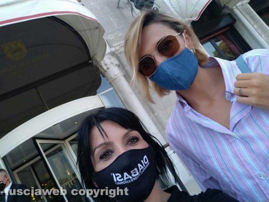 La massaggiatrice Samantha Svezia al festival di Venezia con i vip