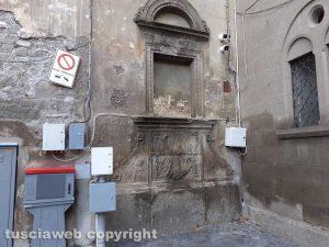 Viterbo - Porta San Pietro deturpata dai cavi