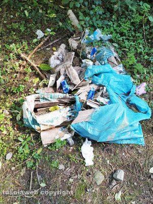 Viterbo - I rifiuti al Parco dei Cimini