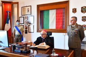 Civitavecchia - Il vescovo Ruzza visita la caserma D'Avanzo
