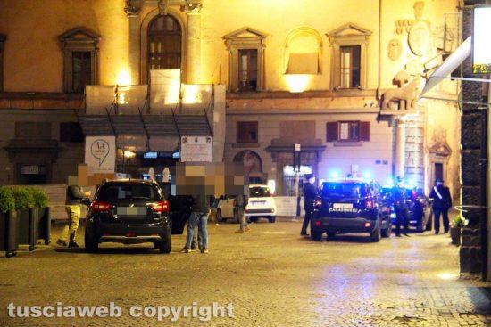Viterbo - Pattuglie di carabinieri e polizia durante il coprifuoco