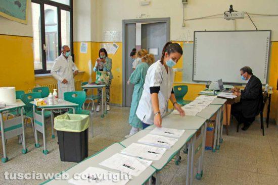 Viterbo - I tamponi anti Covid all'Istituto Paolo Savi