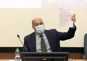 Mascherina obbligatoria - Il presidente Zingaretti con l'ordinanza