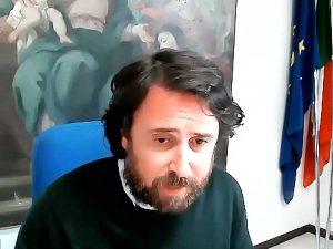 L'assessore Marco De Carolis in collegamento col consiglio comunale