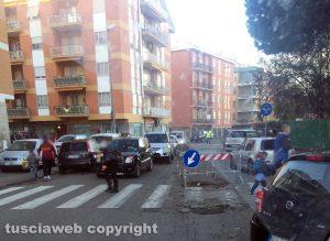Viterbo - Ellera - La buca di fronte alle scuole