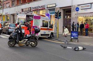 Roma - Scontro tra scooter e monopattino elettrico