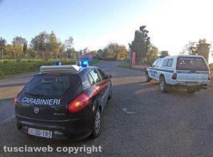 Montefiascone - Il cavo telefonico pericolante sulla Cassia - L'intervento dei carabinieri e della protezione civile