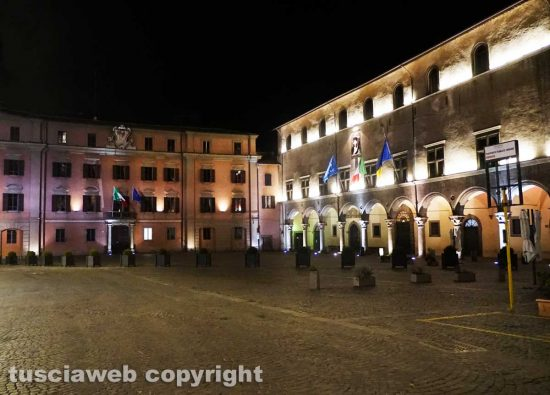 Viterbo - Il secondo coprifuoco - Piazza del comune