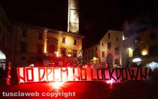 Viterbo - La manifestazione contro il Dpcm in piazza del comune