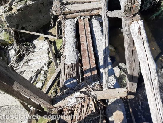 Viterbo - Il ponte di legno che porta al Camillario