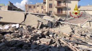 Napoli - Il crollo del mobilificio
