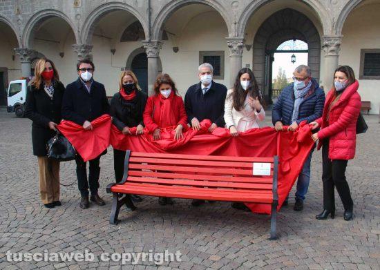 Viterbo - La panchina rossa a piazza del Plebiscito