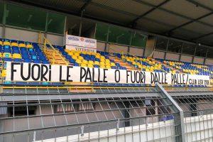 Sport - Calcio - Viterbese - Lo striscione al Rocchi