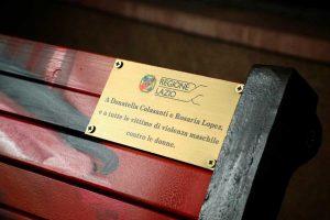 Roma - La panchina rossa all'ingresso della Regione Lazio