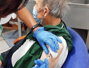 Coronavirus - Un anziano vaccinato