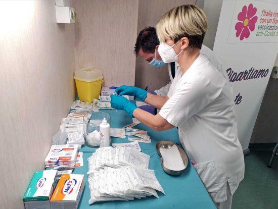 Viterbo - Preparazione del vaccino anti-Covid all'ospedale di Belcolle