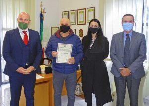Terni - Viterbese aiuta la polizia ad acciuffare un ladro - La premiazione di Mauro Manzotti