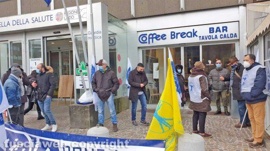 Viterbo - La manifestazione dei sindacati davanti alla cittadella della salute