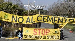 Roma - La protesta di Legambiente nell'area di Tor di Valle
