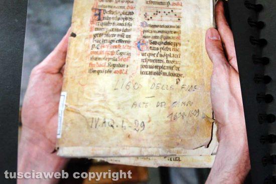 Viterbo - Il degrado della biblioteca comunale prima del salvataggio dei libri