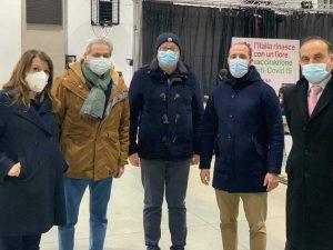 Viterbo - Daniele Donetti, Giovanni Arena, don Pino, Matteo Achilli, il comandante Guglielmo Trobetta al centro di vaccinazione anti Covid alla Grotticella