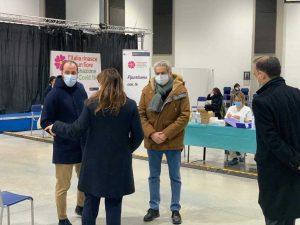 Viterbo - Il sindaco, Matteo Achilli e Daniela Donetti al centro di vaccinazione anti Covid alla Grotticella