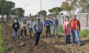 Tarquinia - I ragazzi del Cardarelli piantano gli olivi