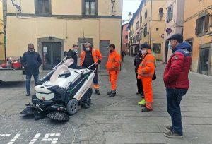 Vitorchiano - La spazzatrice elettrica consegnata al comune