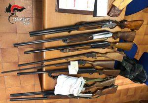 Terni - I fucili ritirati dai carabinieri