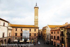 Viterbo - Piazza del comune e torre dell'orologio