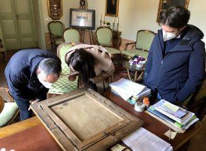 Orvieto - Il team di esperti del Consorzio Pragma anlalizza il quadro che raffigura Dante Alighieri